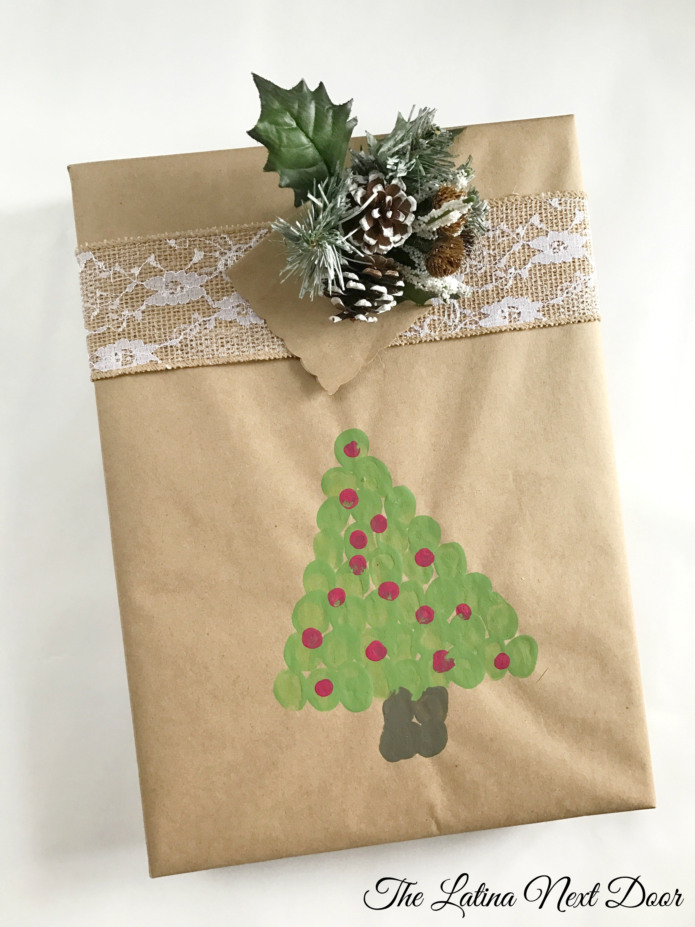 3 gift wrapping ideas for christmas the latina next door for Idea for door gift